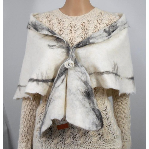 Shawl / scarf : triangular : 100% natural alpaca : white with black marbling